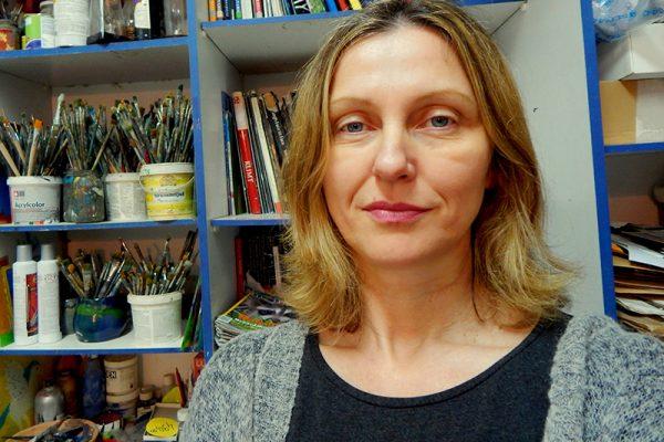 Dijana Lukić dok slika - voditeljica Art and Hobby Rijeka